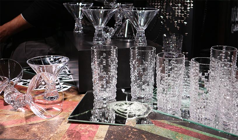 Kontrast-Form-Glas