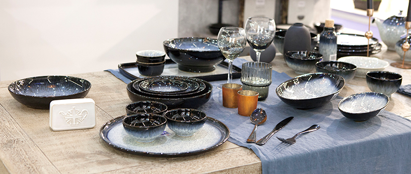 great-britain-uk-shine-blue-dishes-cutlery