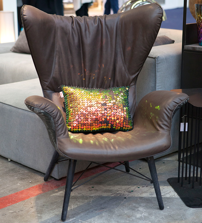 pillow-gloss-armchair