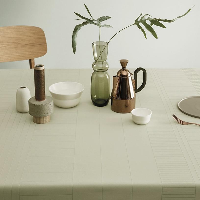 Matcha-blassgrünes Still Life Tischtuch von Georg Jensen Damask