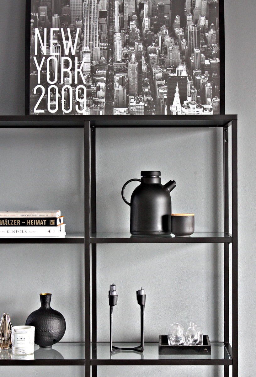 Hygge-flair still life with shelf in front of gray wall in the Designsetter flat