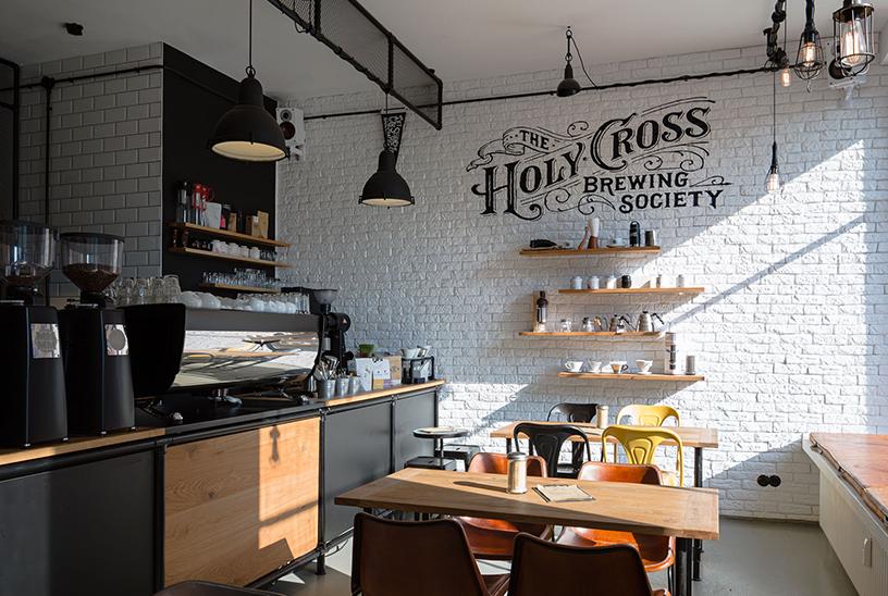 Interior des Cafes The Holy Cross Brewing Society, ein Ort zum Genießen von Kaffeespezialitäten in Frankfurt