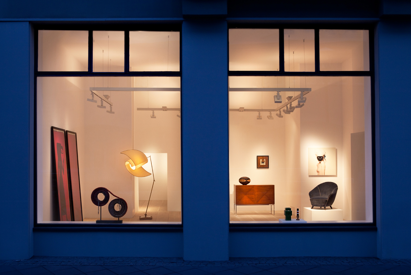 The showroom of the Frank Landau Gallery, decorative design-objects are artful staged and illuminated