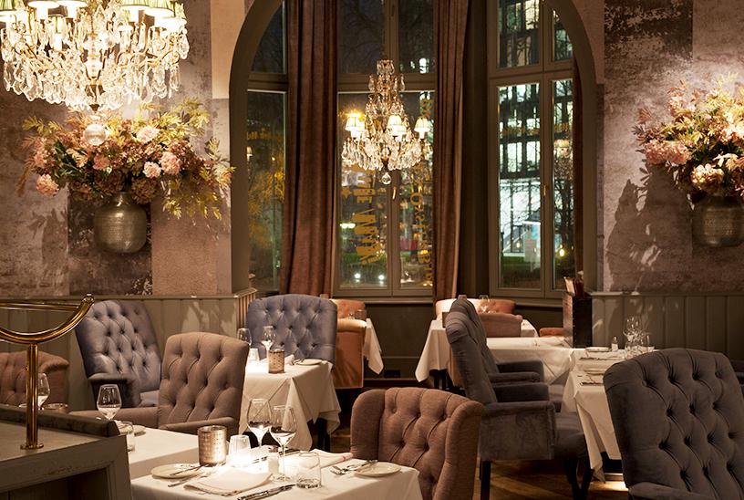 Interior des Restaurants Mon Amie Maxi in der Nähe der alten Oper Frankfurt