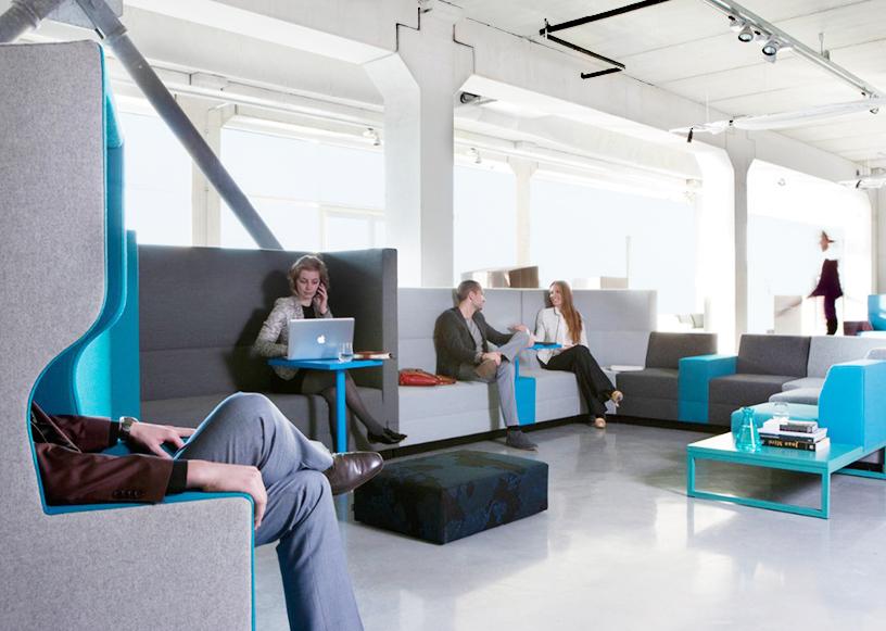 Diese Möbel entworfen von Robert Bronwasser für Büros bieten Privatsphäre und genug Arbeitsplatz für jeden