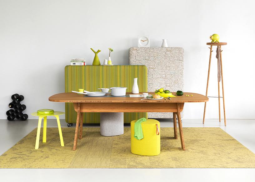 Bunte Wohnzimmer-Möbel aus verschiedenen Materialien in praktischen Designs von Robert Bronwasser
