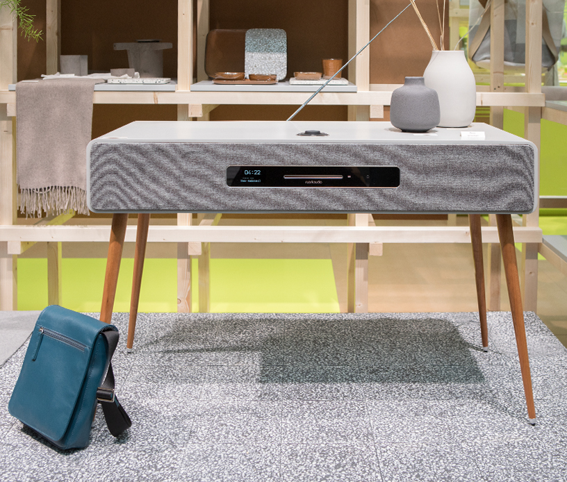 Radiogram from TAD Audiovertrieb and bag from Fabriano Boutique at trend presentation Modest Regenerations at Ambiente 2018