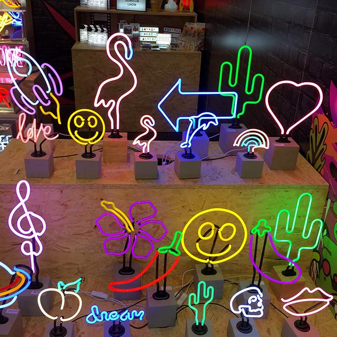 Neon-Lampen von Locomocean auf der Ambiente 2018