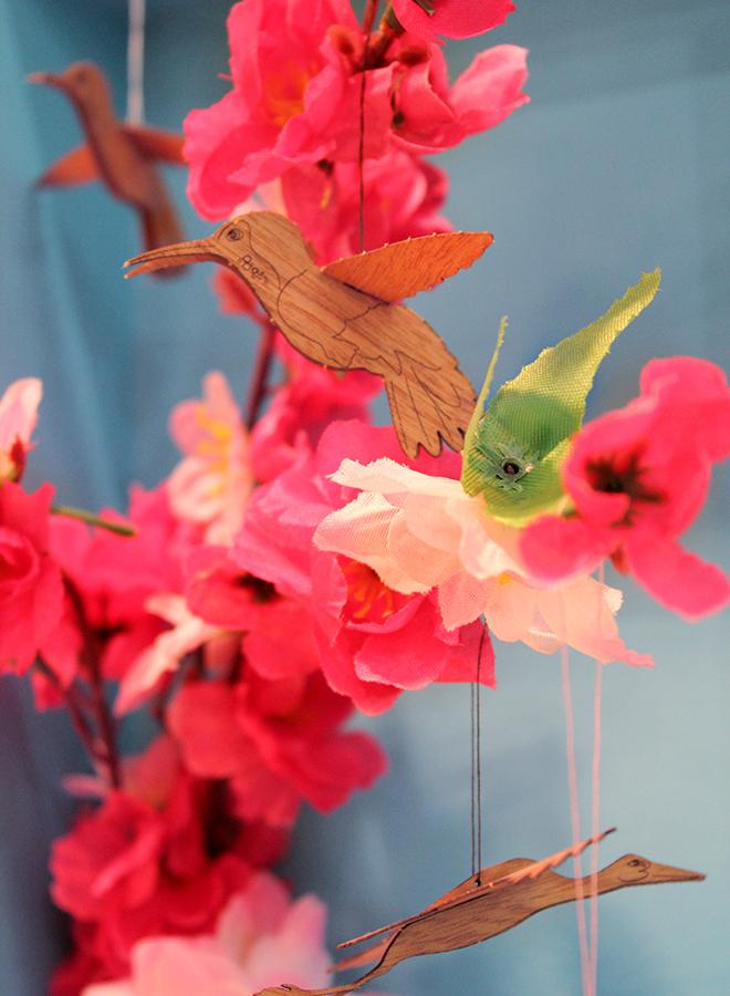 Dekorations-Vögel und Blumen von Formes Berlin auf der Ambiente 2018