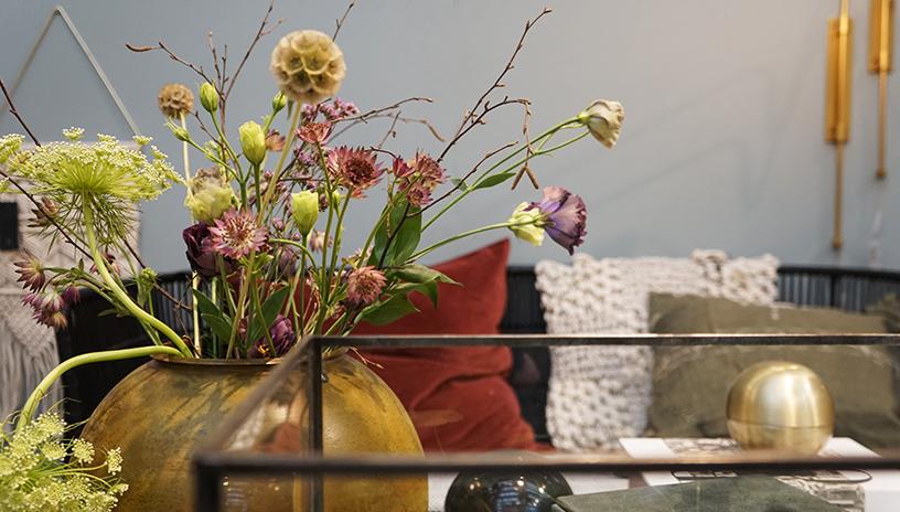 Vase mit Blumen von House Doctor auf der Ambiente 2018