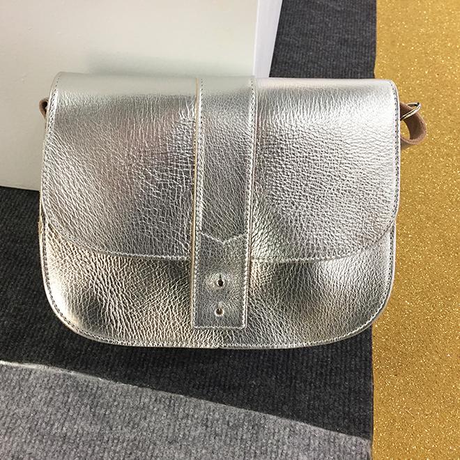 Tasche in Silber von Shine Hamburg auf der Ambiente 2018
