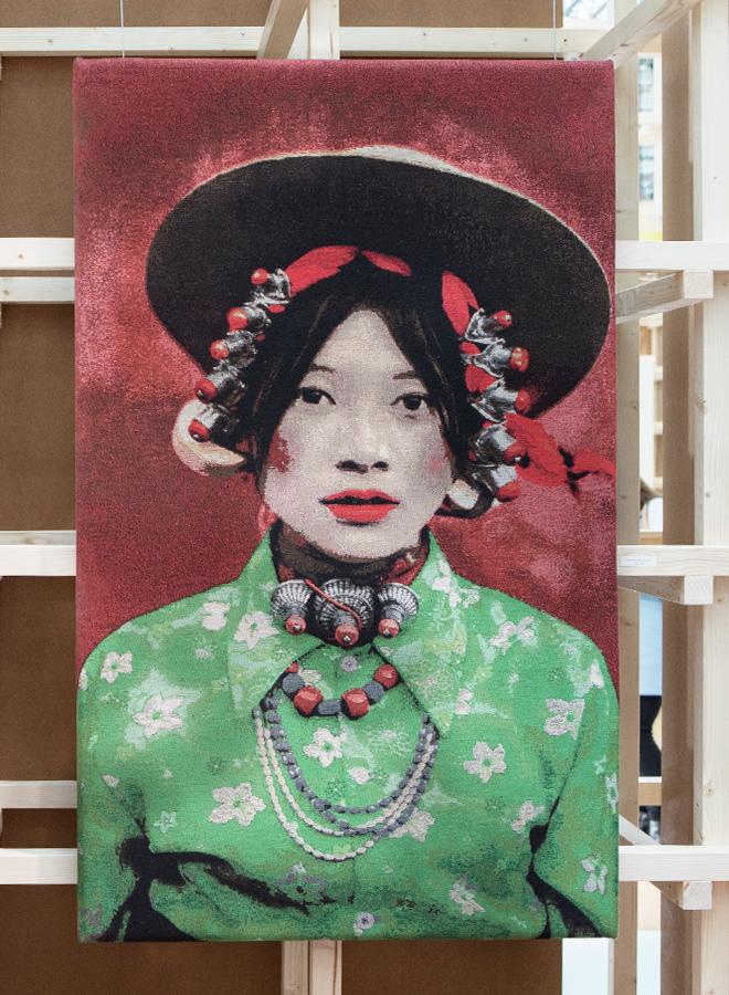 Bild mit tibetischem Mädchen von Albrecht Creative Concepts auf der Ambiente 2018