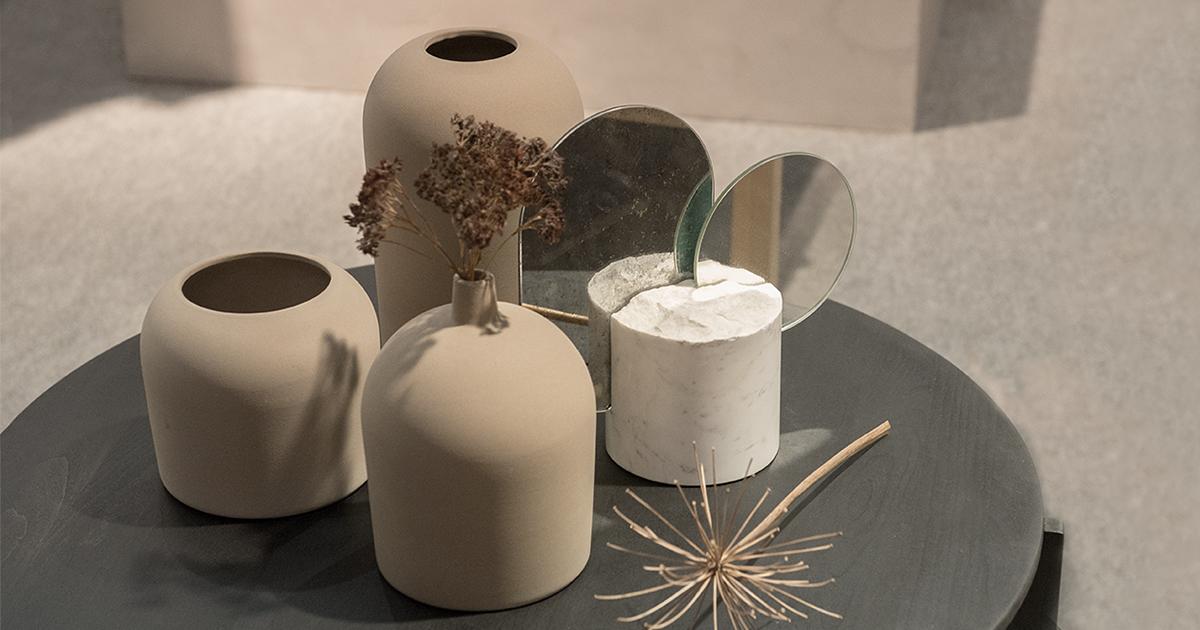 Ambiente u minimalistische formen und natürliche materialien