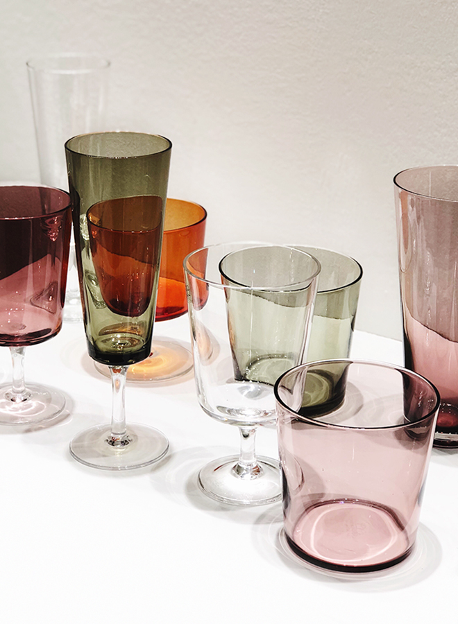 Glasses in different colors from Ichendorf Milano at Ambiente 2018