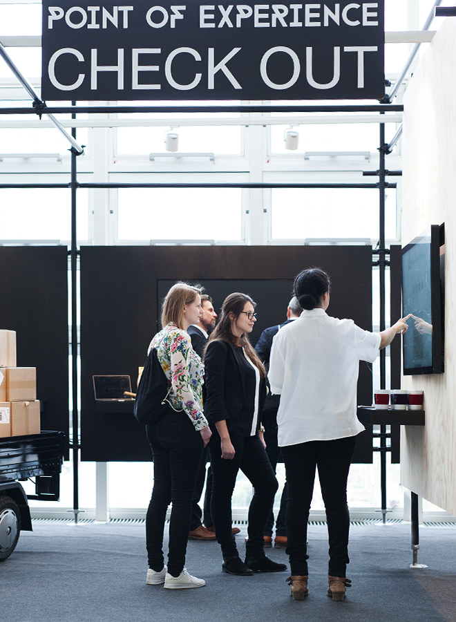 Fair visitors at the Point of Experience Check Out at Ambiente 2018