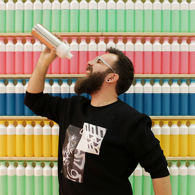 Man with a water bottle from Dopper Design at Ambiente 2018