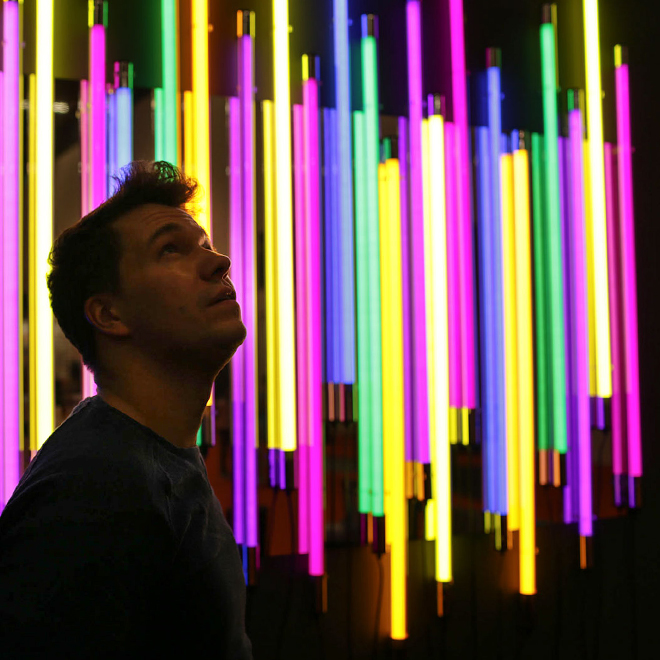 Mann in front of light installation at Ambiente 2018