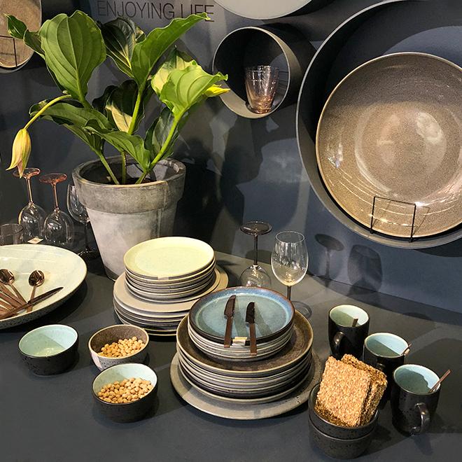 Geschirr, Gläser, Besteck und Vase von Bitz auf der Ambiente 2018