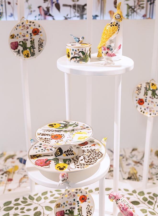 Teller, Etageren und Dekorations-Objekte aus Porzellan von Vista Alegre auf der Ambiente 2018