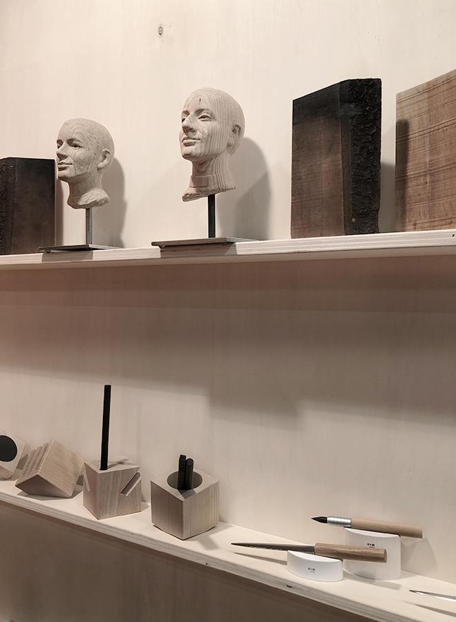 Schreibtischutensilien und Accessoires aus Holz von e+m Holzprodukte auf der Ambiente 2018