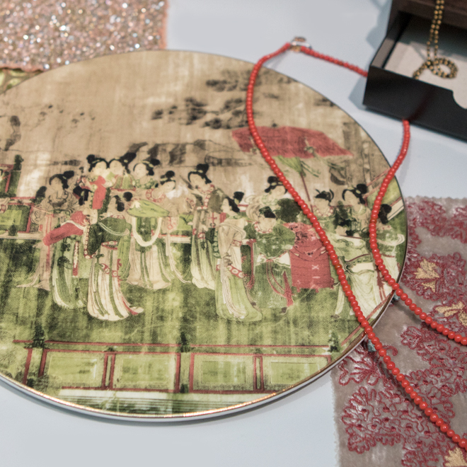 Plate from Luzern and necklace from Heide Heinzendorff at Ambiente 2018
