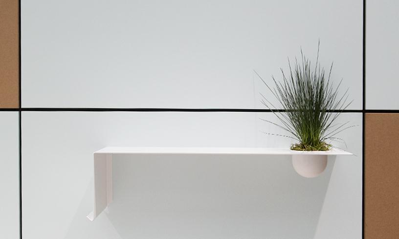 Wandregal mit Pflanzenbehälter von Nichba Design bei der Trendpräsentation Technological Emotions auf der Ambiente 2018