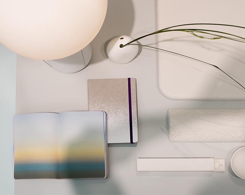 Notizbuch von Nuuna, Badematte von h concept, Lampe von Nude, Vase von Scholtissek bei der Trendpräsentation Technological Emotions auf der Ambiente 2018