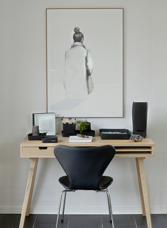 Schreibtisch mit Schreibaccessoires von OOhh Collection