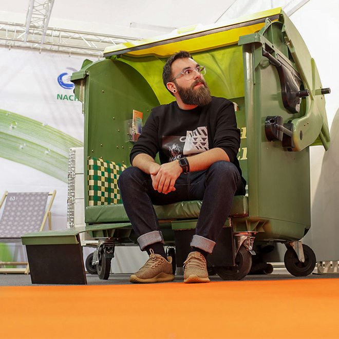 Johannes Eich from Schoenhaesslich blog sitting in a recycle bin bank at Ambiente 2018
