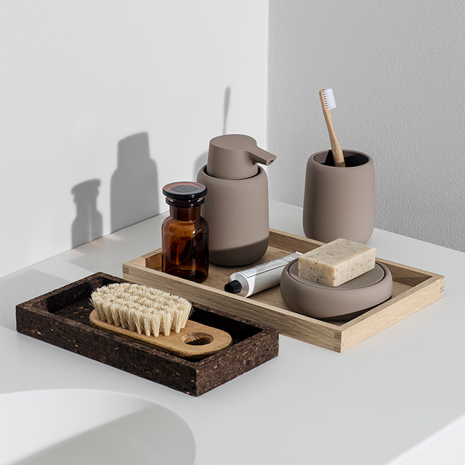 Earth-colored bathroom accessories