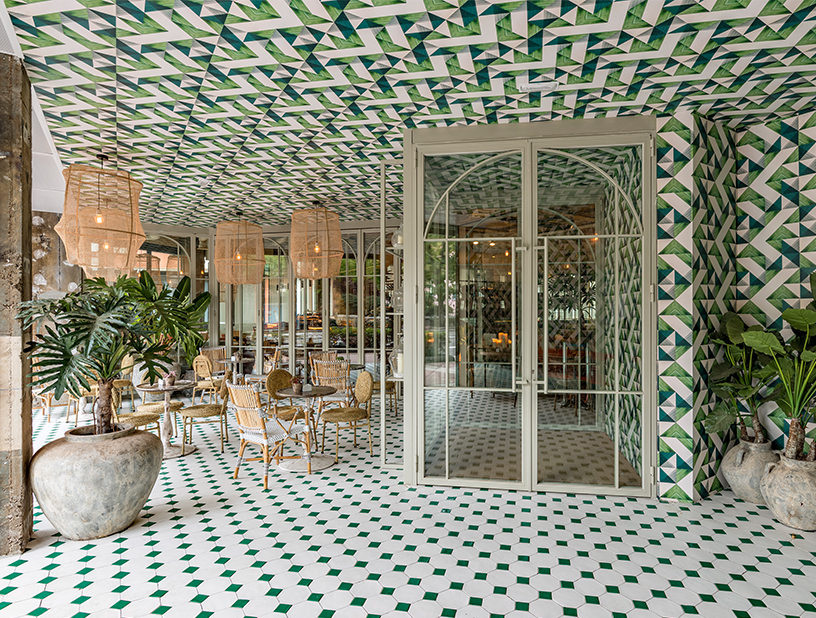 Rattan meets colonial style in the Madrilenean restaurant