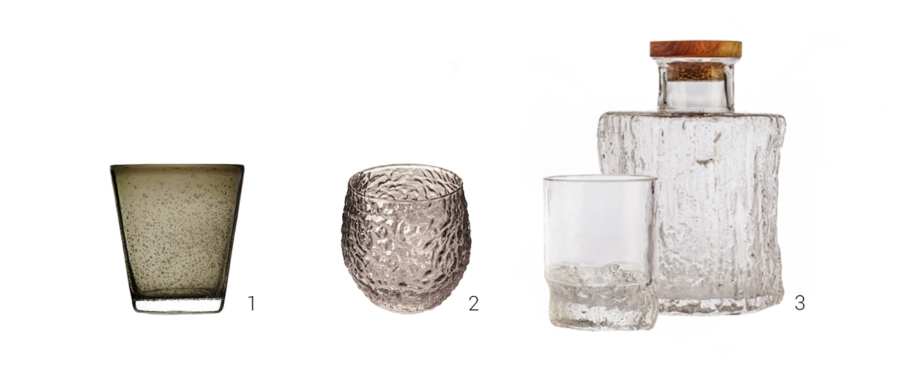 Kombination aus drei Gläsern und einer Karaffe mit einer eisigen Struktur