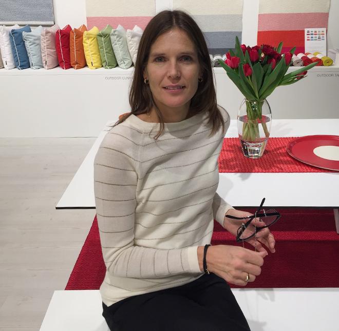 Designerin Lins Rikarsson beim stand von Pappelina auf der Ambiente 2018