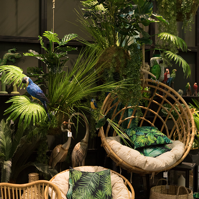 Rattan furniture and pillows with tropical motifs from Boltze at Ambiente 2018